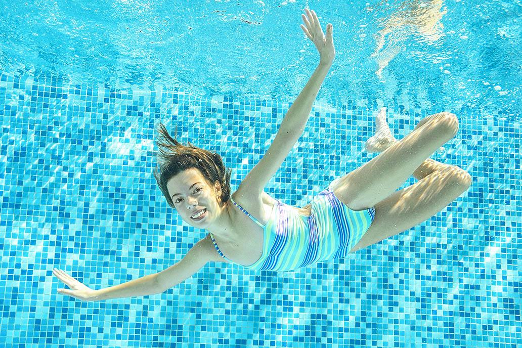 Un baño en la piscina Finca La Viña Alicante